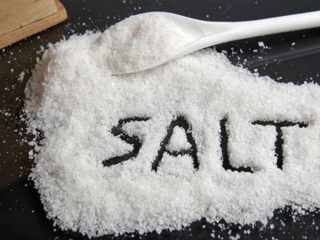Có nên cho muối vào đồ ăn dặm của bé hay không